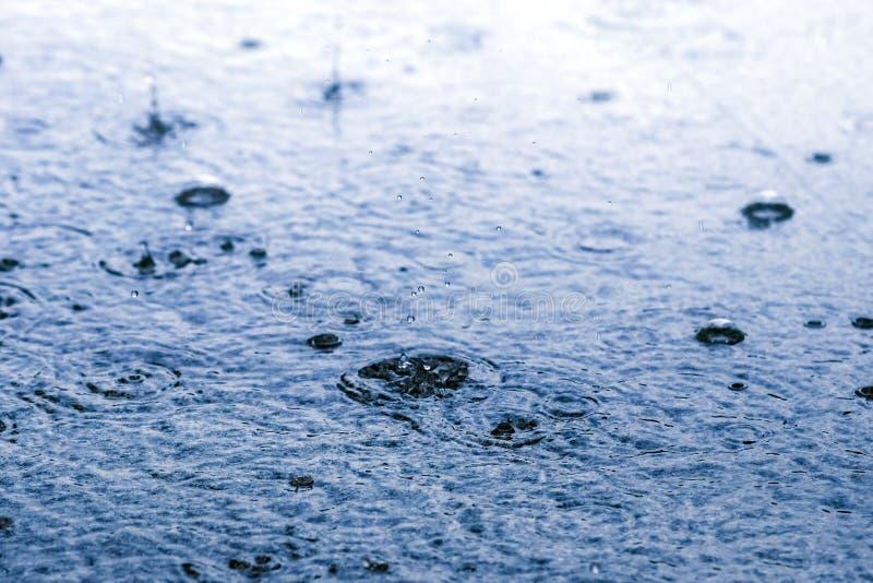 Gota de lluvia en la tierra en humor azul imagen de archivo libre de regalías