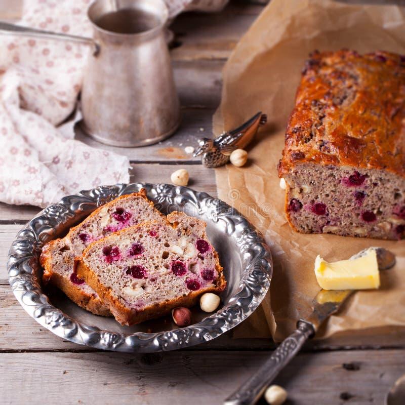 Gota integral del arándano y de la avellana, pan imagen de archivo libre de regalías