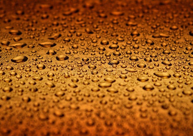 Download Gotas da água imagem de stock. Imagem de fundo, ouro, vidro - 539937