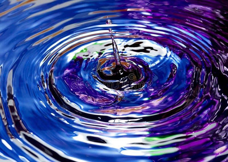 Gotas da água com cor abstrata fotografia de stock