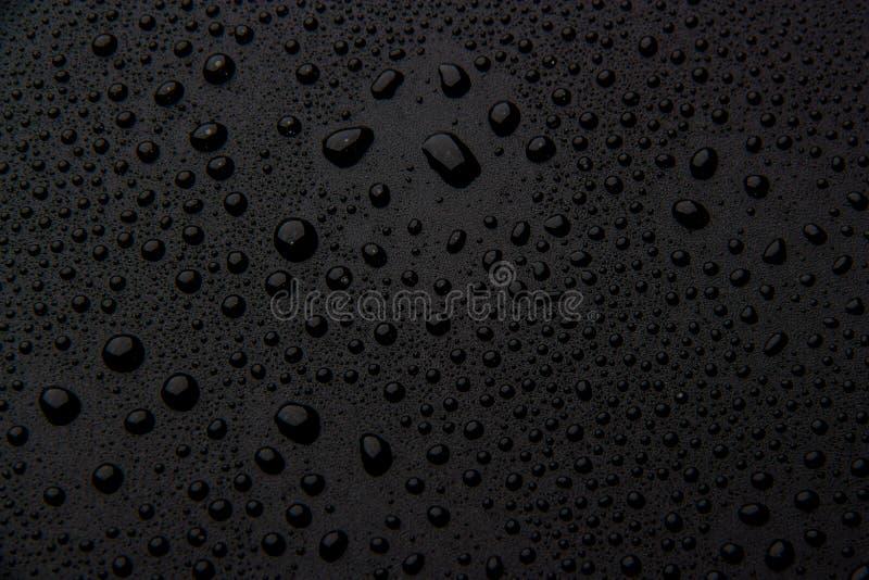 Gotas da água em um fundo preto fotos de stock royalty free