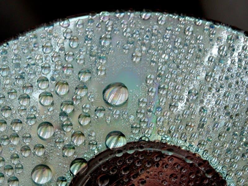 Gotas da água no espelho de superfície - backgroundhe abstrato interessante imagem de stock