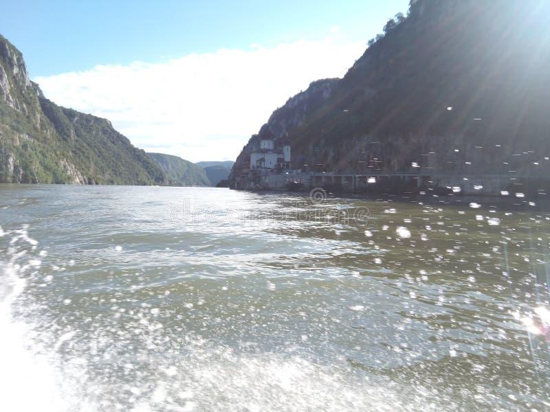 Gotas da água no rio fotos de stock royalty free