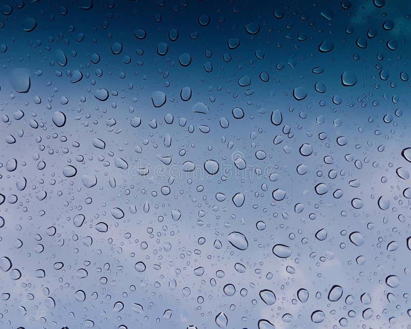 Gotas da chuva na vista - azul imagens de stock royalty free