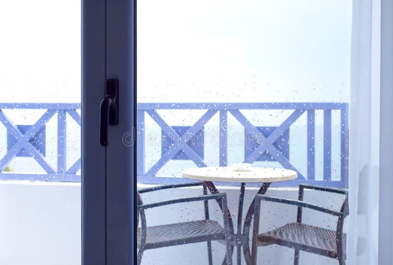 Gotas de agua en el vidrio de la ventana imagenes de archivo