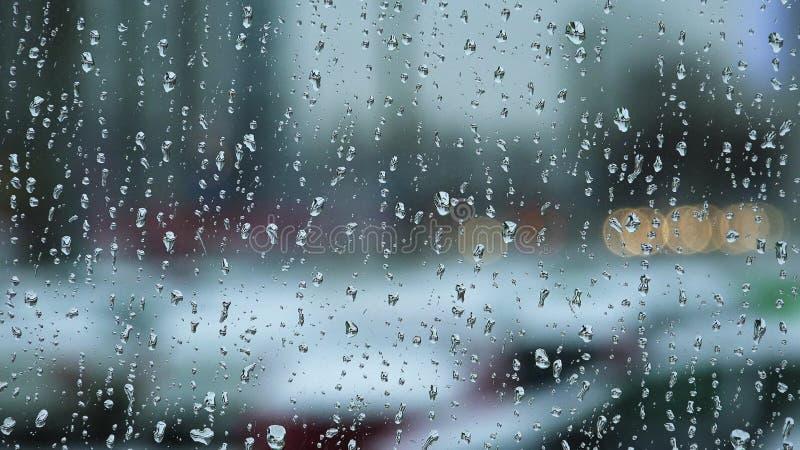 Gotas de agua sobre el vidrio de ventana 4K imágenes de archivo libres de regalías