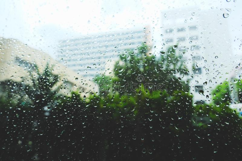 Gotas de agua sobre el vidrio de ventanas fotografía de archivo libre de regalías