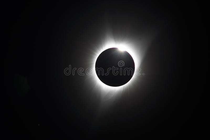 Gotas de Baily en eclipse solar total fotos de archivo