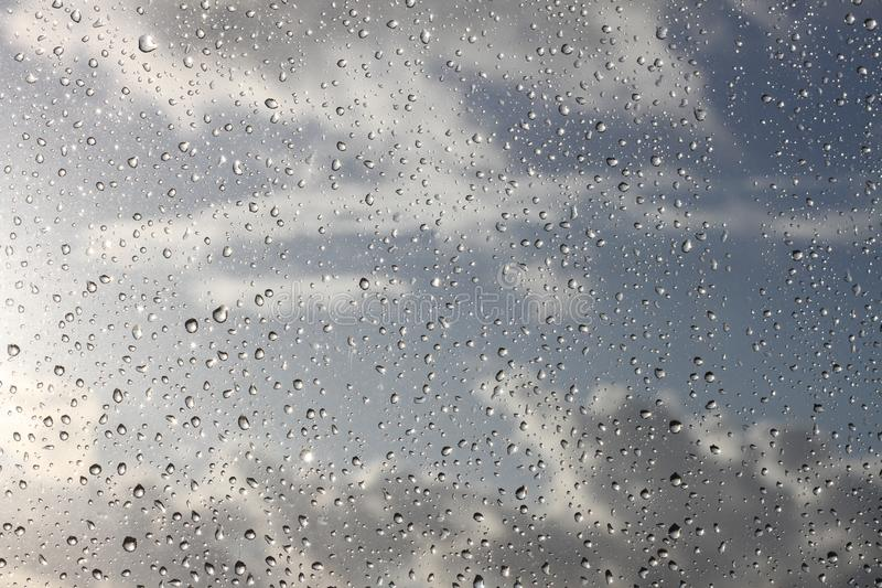 Gotas de lluvia en la ventana imágenes de archivo libres de regalías