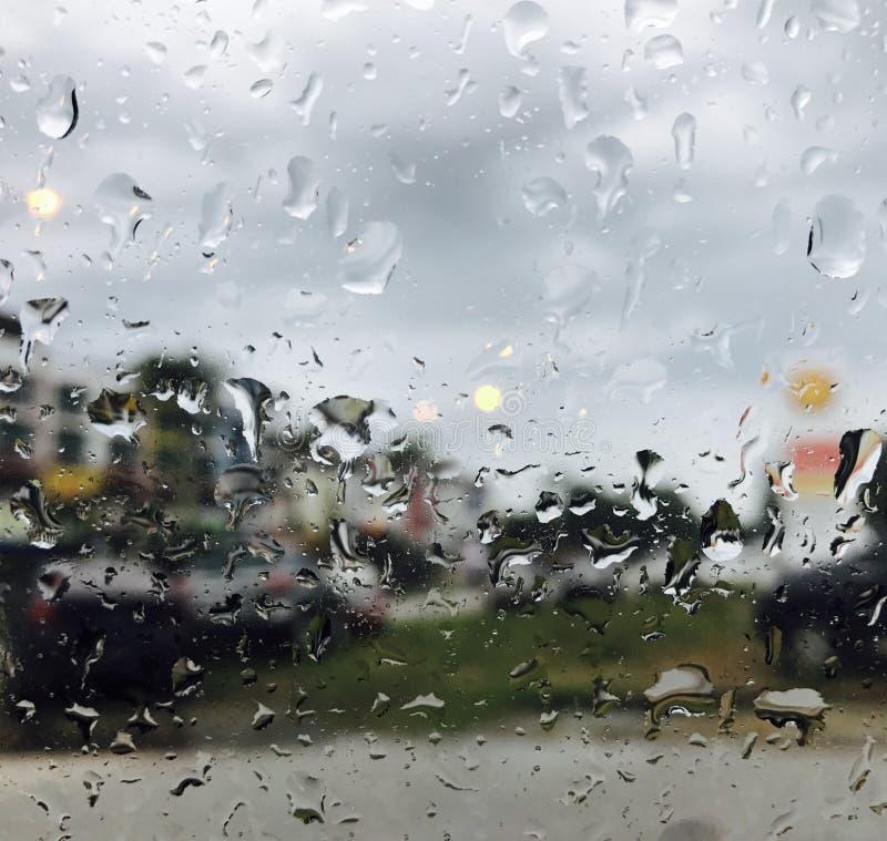 Gotas de lluvia en ventana fotos de archivo libres de regalías