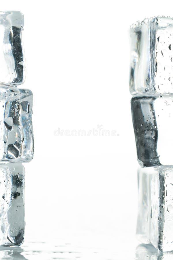 Gotas de los cubos y del agua de hielo imágenes de archivo libres de regalías