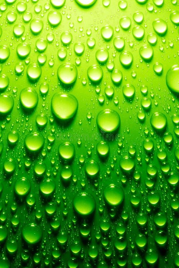 Gotas del agua en superficie metálica imágenes de archivo libres de regalías