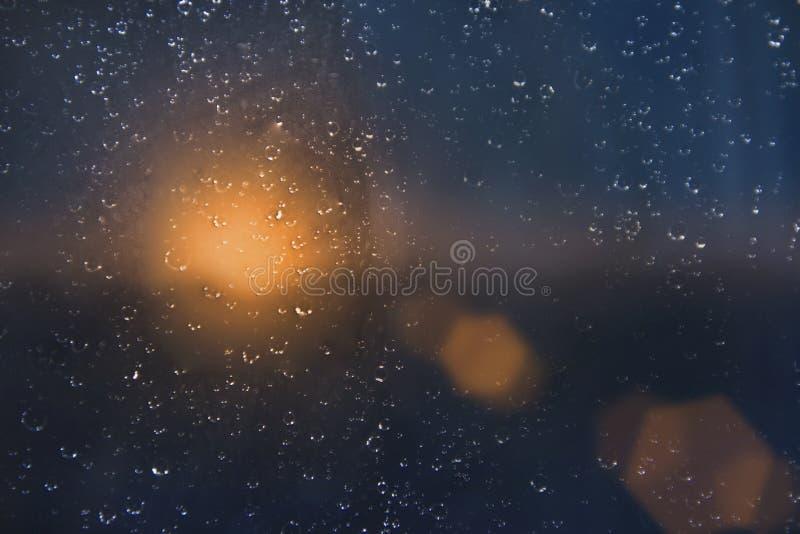 Gotas del agua sobre un vidrio de ventana después de la lluvia imágenes de archivo libres de regalías