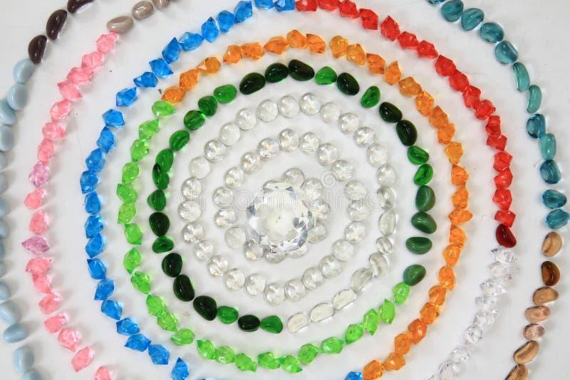 Gotas del color y cristales plásticos foto de archivo libre de regalías