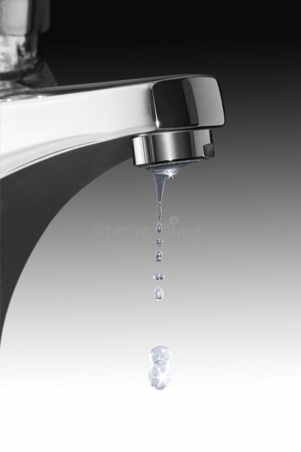 Gotas do torneira e da água do gotejamento imagens de stock
