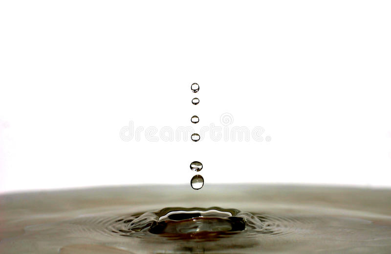 Gotas e ondinhas da água foto de stock