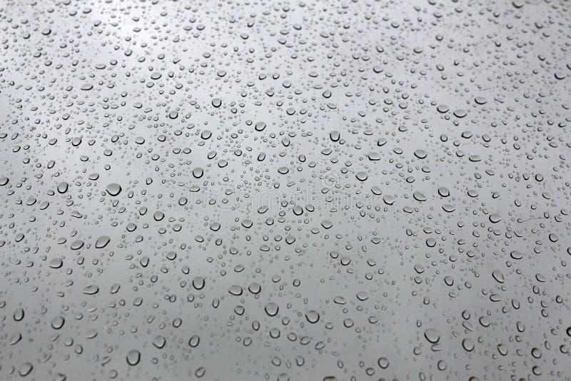 Gotas perfeitas da água em um indicador foto de stock royalty free