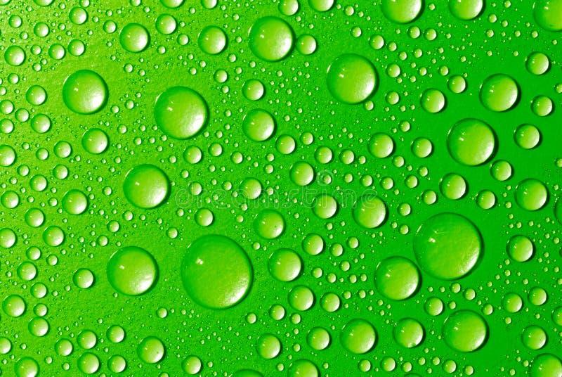 Gotas verdes da água foto de stock