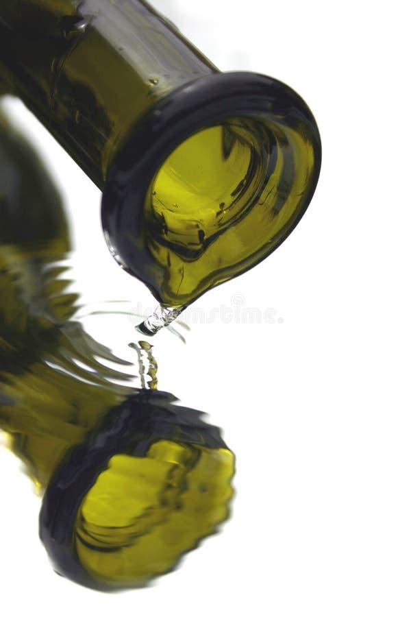Gotejamento do frasco imagens de stock