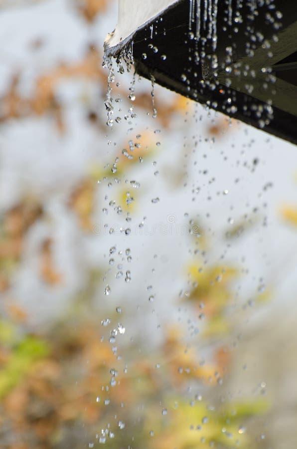 Goteo de la lluvia imagen de archivo