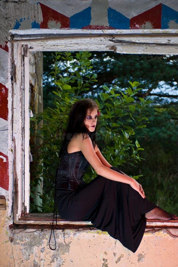 goth γυναίκα παραθύρων στοκ φωτογραφίες με δικαίωμα ελεύθερης χρήσης