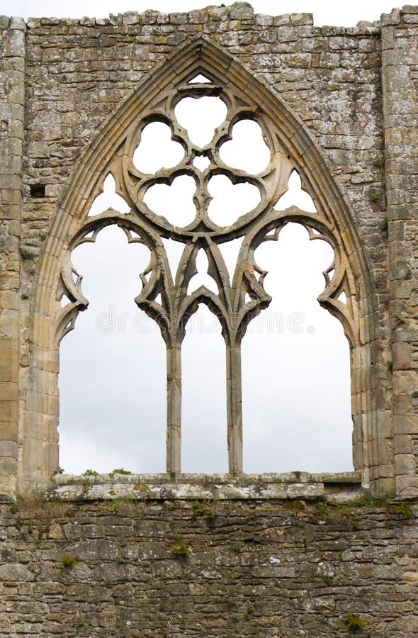 Free Gothic Window Detail With Grey Sky Stock Photo - 184933780