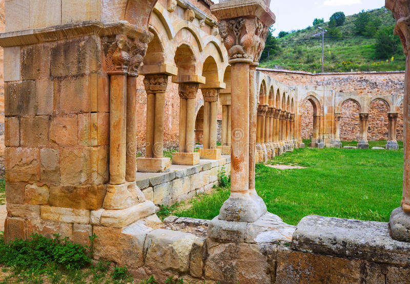 Gotisch geruïneerd klooster stock foto