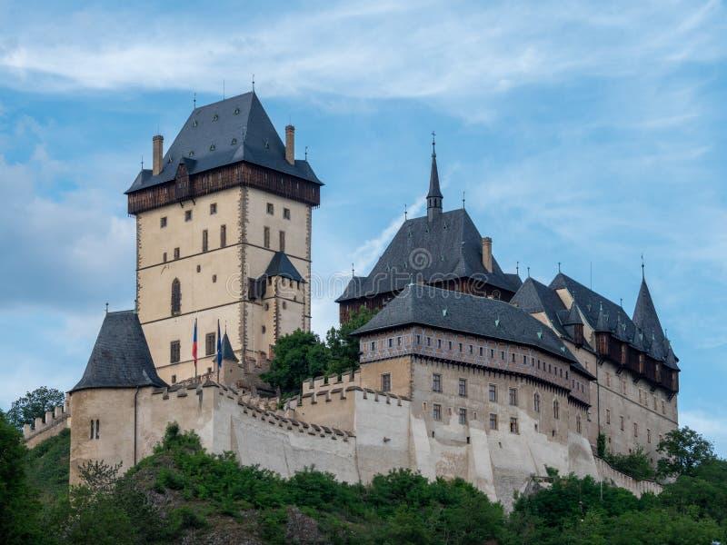 Gotisch Karlstejn-Kasteel in de Tsjechische Republiek van Bohemen op Sunny Summer Day royalty-vrije stock afbeeldingen
