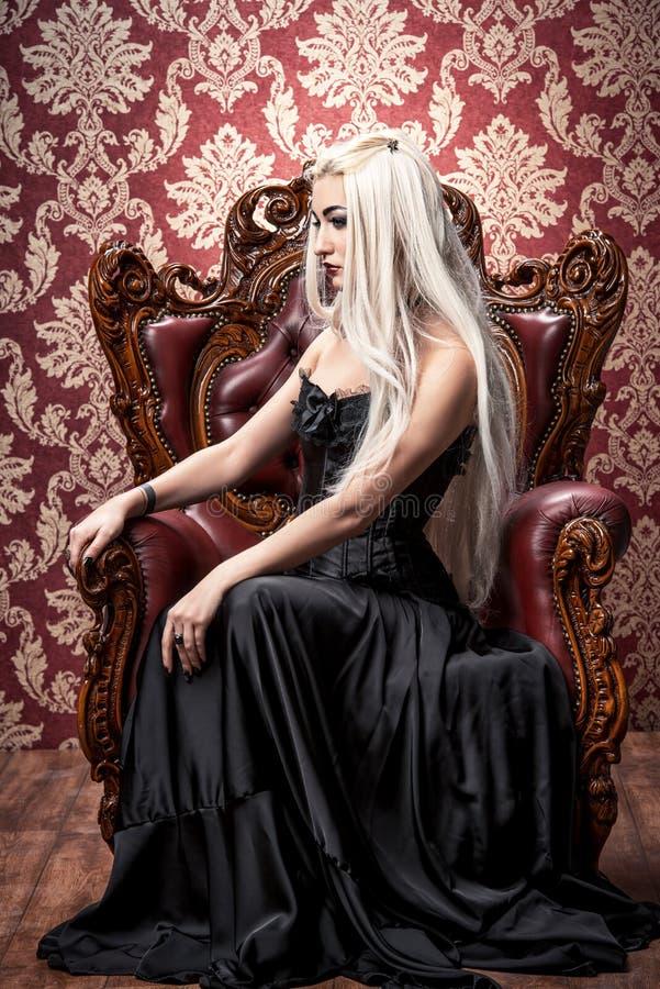 Gotisch und blond stockfotografie