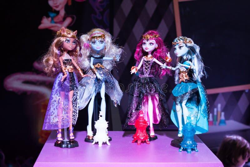 Gotische Barbie-poppen bij G! kom giocare in Milaan, Italië stock foto's