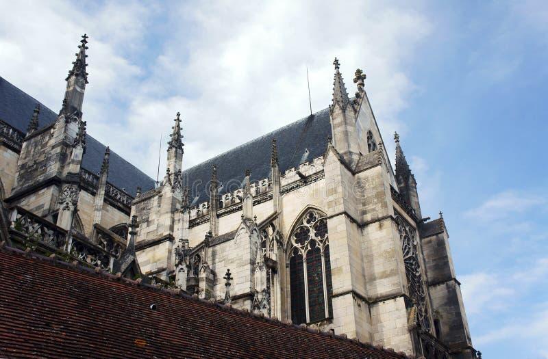 Gotische Fassade der Heilig-Pierre-und-Heilig-Paul-Kathedrale lizenzfreie stockfotos
