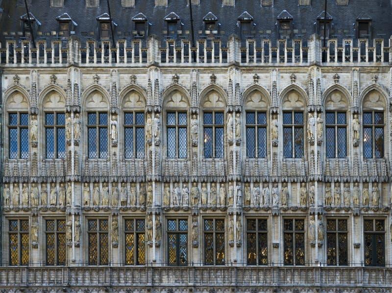 gotische Fassade eines Gebäudes in Brüssel lizenzfreie stockbilder