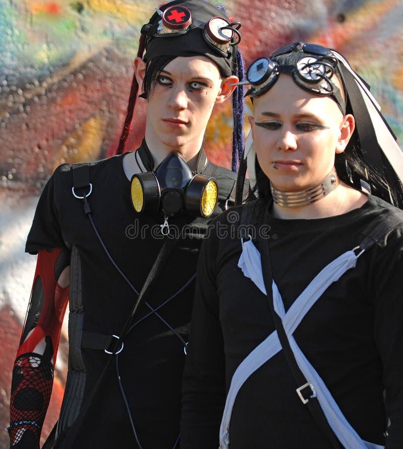 Gotische jongens met draculaogen bij goth-Festival   royalty-vrije stock foto's