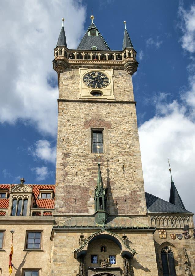 Gotische klokketoren, Oud Stadhuis, de Tsjechische republiek van Praag stock afbeeldingen