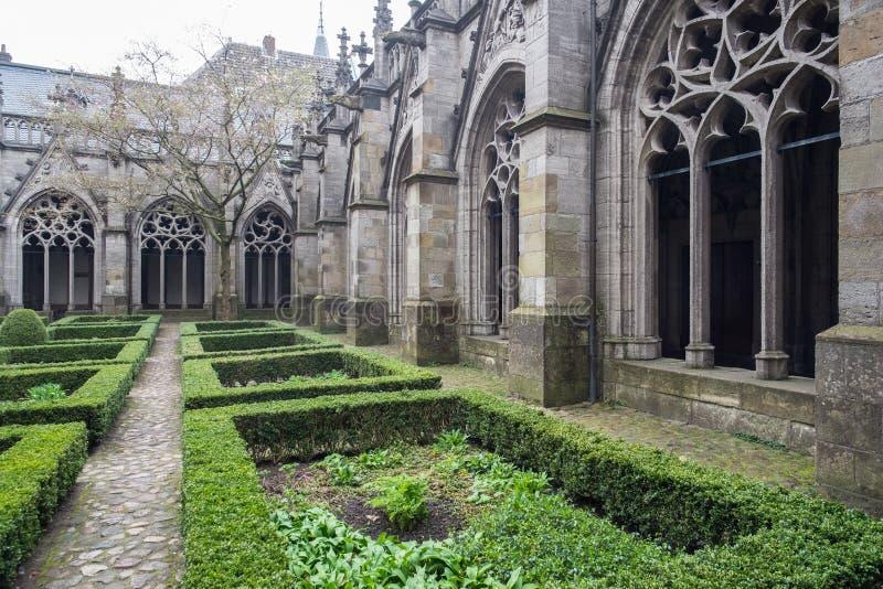 Gotische Kloostertuin royalty-vrije stock foto