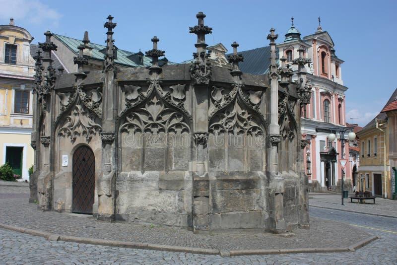 Gotische steenfontein in Kutna Hora royalty-vrije stock foto