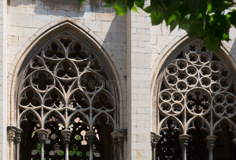 Gotische vensters van bisschoppelijk Paleis vic royalty-vrije stock fotografie