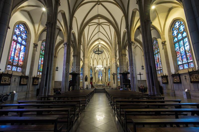 Gotischer Art-Kathedralen-Neoinnenraum lizenzfreie stockfotografie