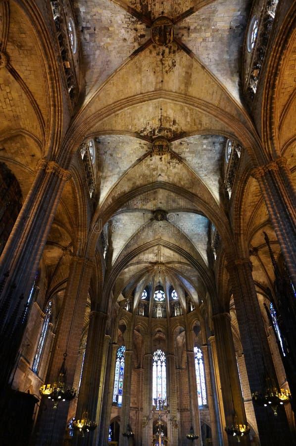 Gotischer Barcelona-Kathedralen-Innenraum in Spanien lizenzfreie stockfotos