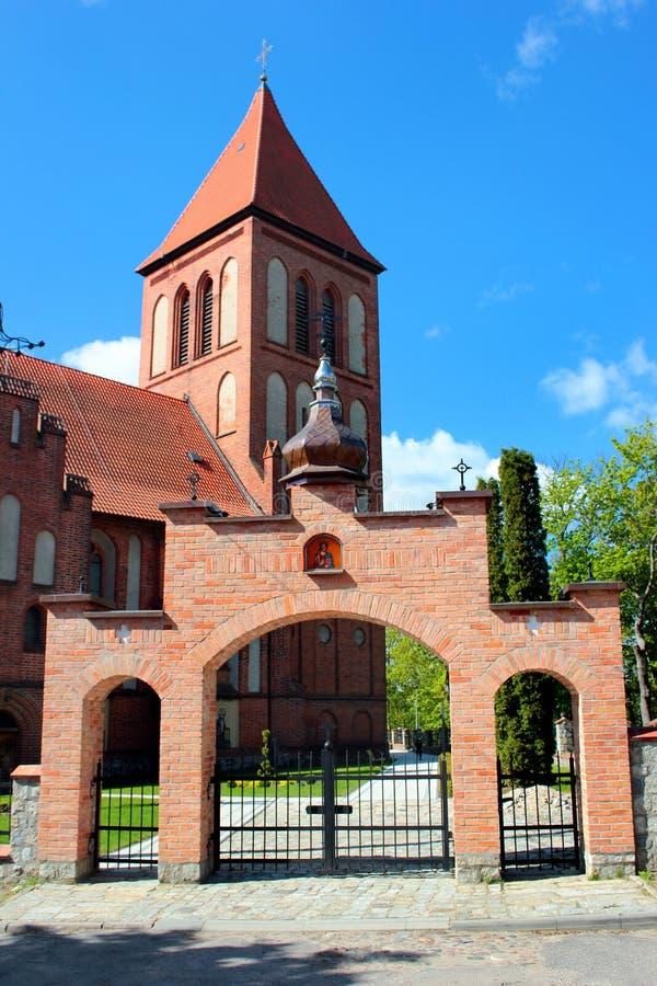 Gotischer Exaltation der heiligen Querkirche in Gorowo Ilaweckie, Polen lizenzfreie stockbilder