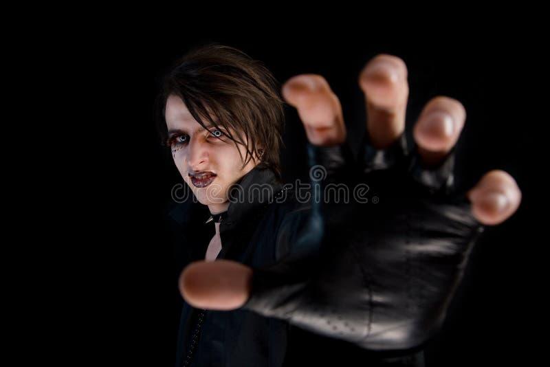 Gotischer Junge mit künstlerischer Verfassung stockfotos