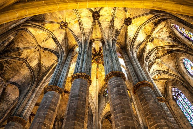 Gotischer Kirche-Innenraum lizenzfreies stockfoto
