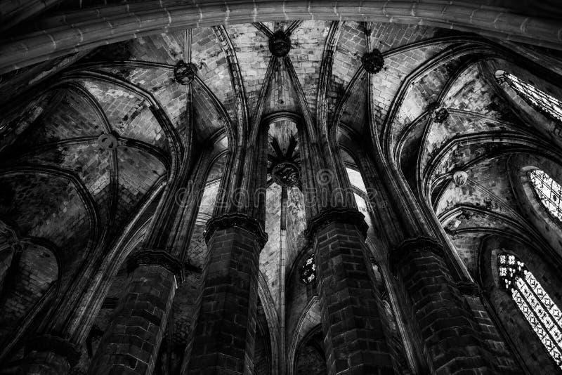 Gotischer Kirche-Innenraum lizenzfreie stockfotografie