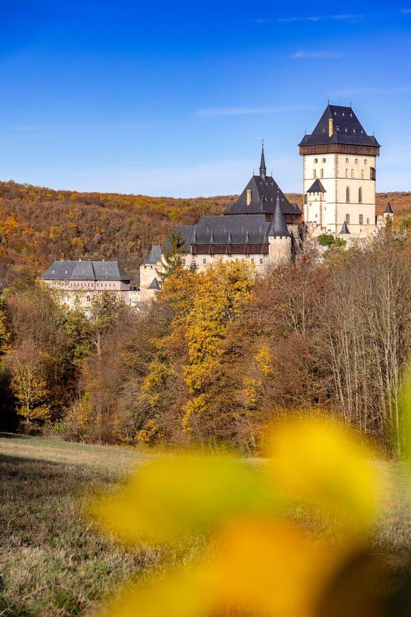 Gotisches königliches Schloss Karlstejn nahe Prag, Tschechische Republik stockfotografie