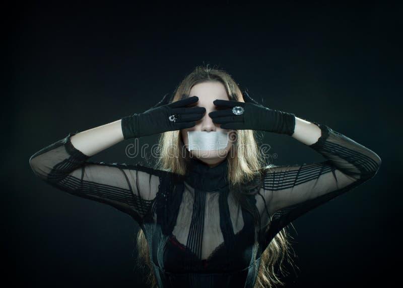 Gotisches Mädchen mit stealed Mund lizenzfreies stockfoto