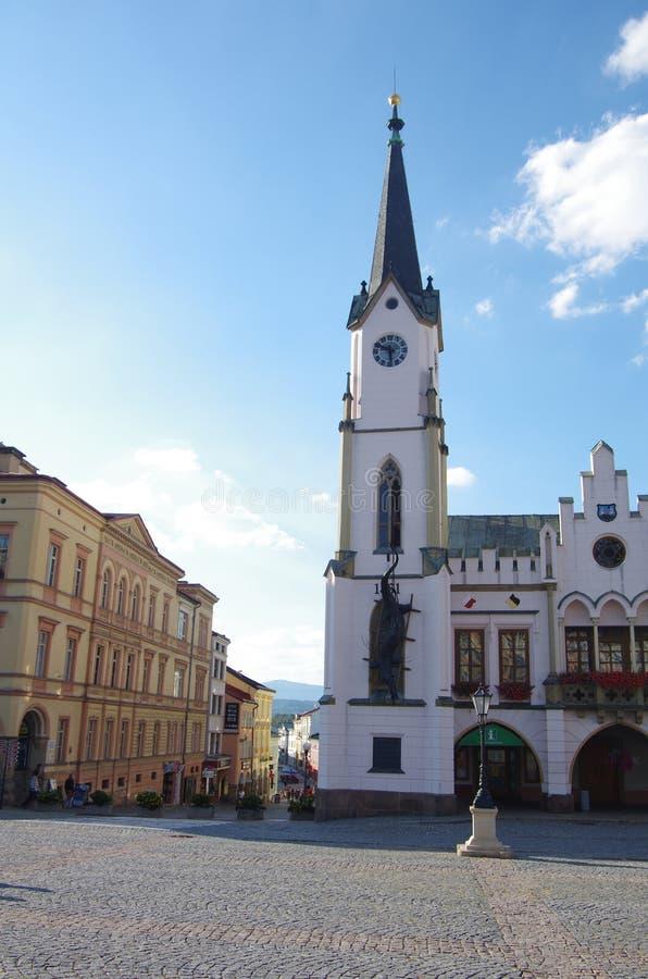Gotisches Rathaus mit einem Enterich, Trutnov lizenzfreie stockfotografie