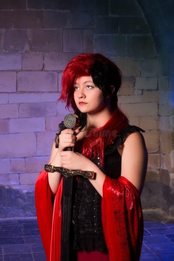 Gotisk dam med svärdet royaltyfri foto