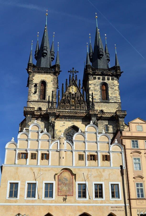 Gotisk kyrka av vår dam för TÃ-½ n Prague arkivbild