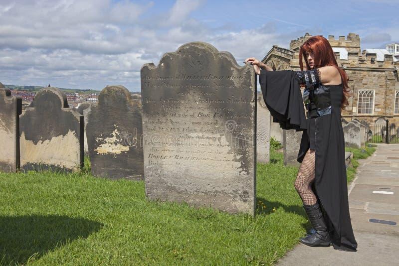 Gotisk modell med den svarta klänningen royaltyfri bild