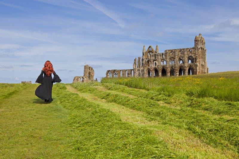 Gotisk modell med den svarta klänningen arkivbilder